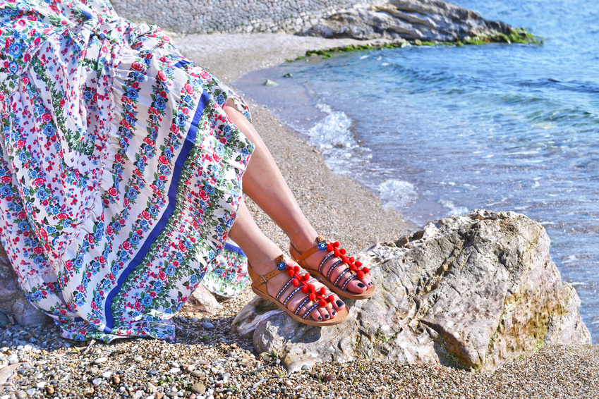 pom-pom-shoes-sea